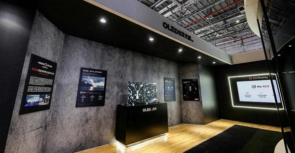 OLED电视亮相2021 AWE,掀起健康护眼风潮